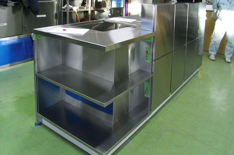 工場内で完成したキッチン